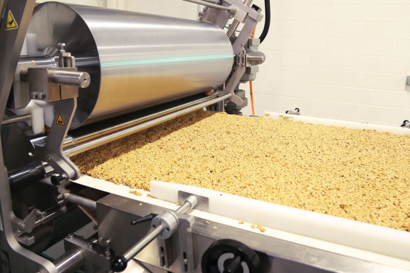 The temperature of the roller and the gap between the roller and conveyor belt create a bar slab. The thickness of the slab determines the length of the bars at the guillotine.