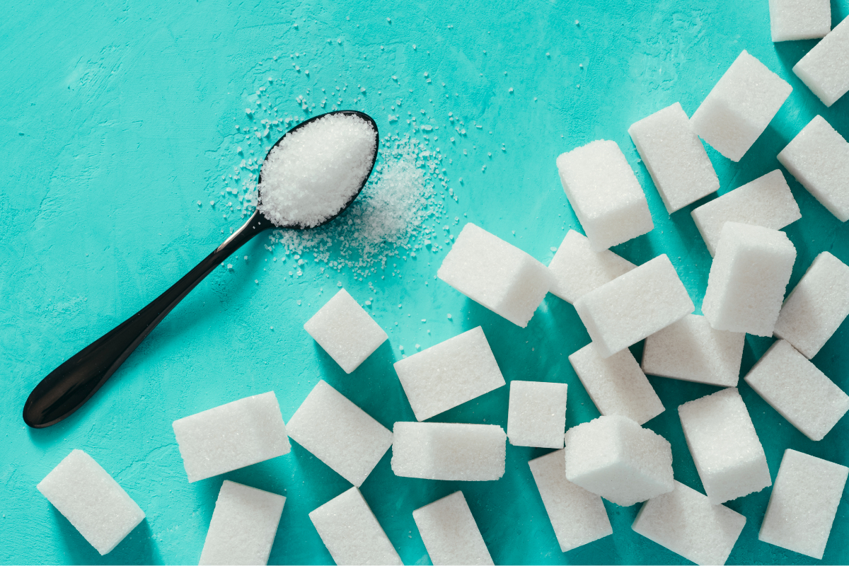 Cubes and spoonful of sweetener