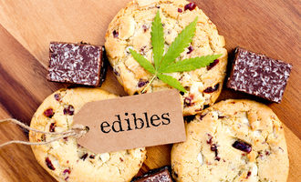 Cannabiscookies1200x800