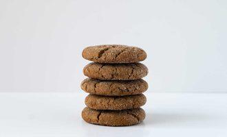 Ginger-crinkle-cookies-source-sunsweet-ingredients-1