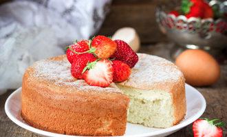 Spongecakewithstrawberries lead