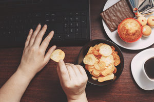 Eatingsnacksatcomputer lead