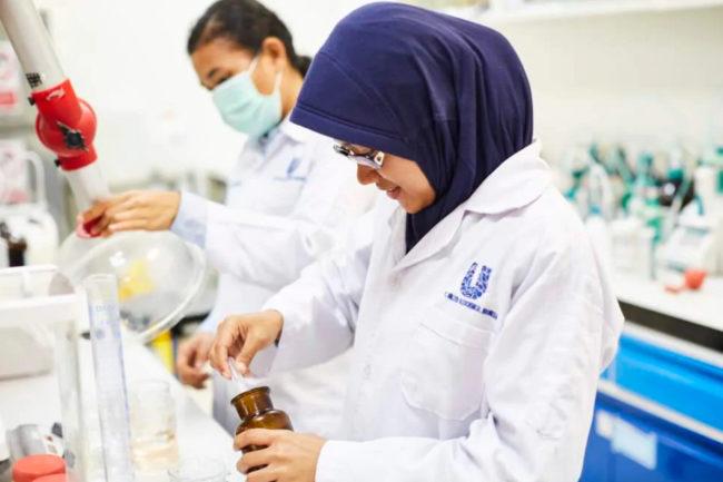 Unilever lab worker