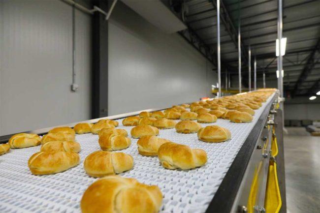 Derek Lee bread line