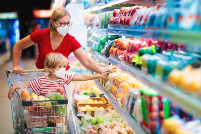 Shopping with child during pandemic