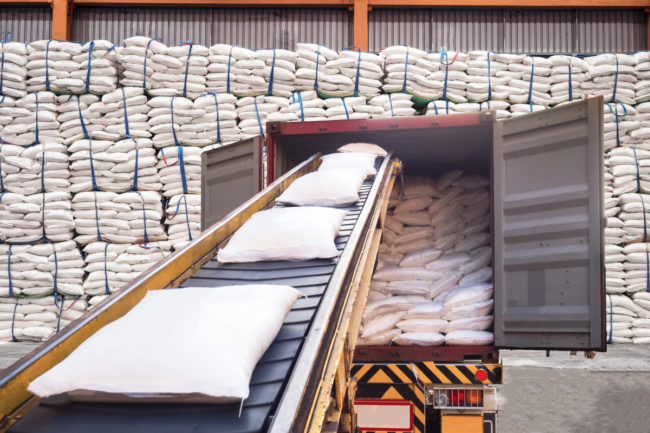 Conveyor and warehouse for bags of sugar