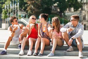 Teenfriendseating_lead