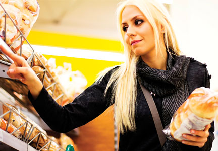 Shopper searching for clean label bread